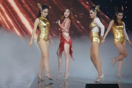 The Remix: Hương Tràm khoe giọng với ca khúc 'hit' Hello của Adele - ảnh 2