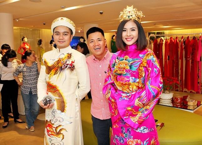 Tiết lộ áo cưới độc đáo của Vân Trang theo phong cách hoàng bào - ảnh 1