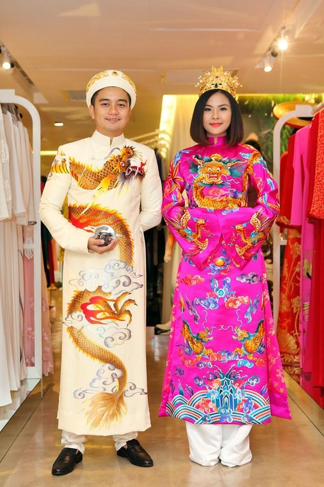 Tiết lộ áo cưới độc đáo của Vân Trang theo phong cách hoàng bào - ảnh 2