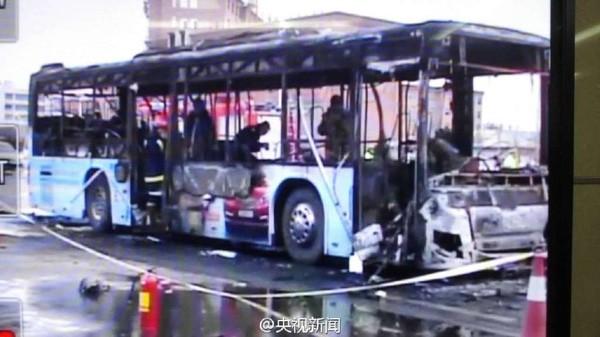 Xe buýt bất ngờ bốc cháy, 46 người thương vong - ảnh 4
