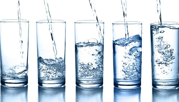Uống nước đun sôi để nguội có thể gây nguy hiểm đến sức khỏe - ảnh 1