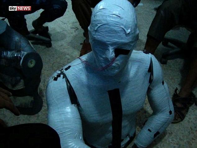 IS tung video hướng dẫn công nghệ chế tạo xe đánh bom cực nguy hiểm - ảnh 4