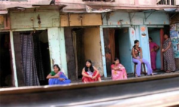 Ấn Độ: Thiếu nữ bán trinh lấy tiền khao cả làng - ảnh 3