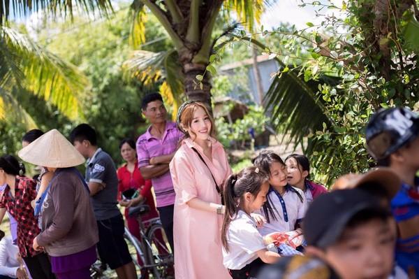 Lộ loạt ảnh tố Elly Trần mang bầu lần hai - ảnh 4