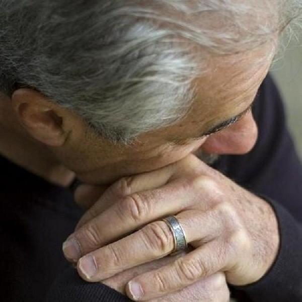 Cụ ông 80 tuổi đau đớn, suýt mất của quý vì 'ham của lạ' - ảnh 1