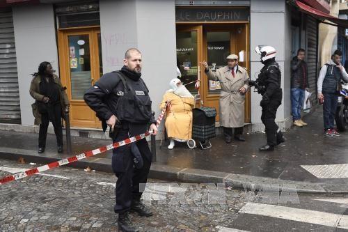 Kẻ ủng hộ IS tấn công đồn cảnh sát Pháp - ảnh 1