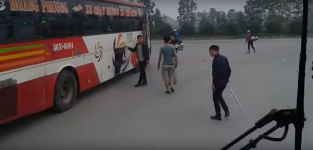 Nhà xe Hoàng Phương bị 'tố' hành xử côn đồ trên đường - ảnh 2
