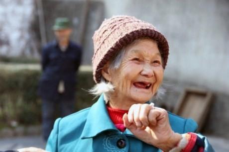 Vợ chồng già được người giấu mặt tặng nhẫn kim cương giá 70 triệu - ảnh 2