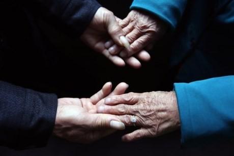 Vợ chồng già được người giấu mặt tặng nhẫn kim cương giá 70 triệu - ảnh 3
