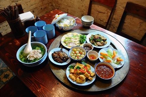 7 sai lầm 'chết người' khi ăn cơm người Việt nào cũng mắc - ảnh 1