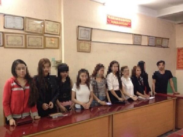 Nữ tiếp viên nhà hàng nghiện ma túy, hở hang tiếp khách ở Sài Gòn - ảnh 1