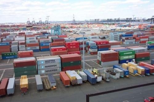 Bắt khẩn cấp cán bộ hải quan, thu túi chứa nhiều phong bì tiền tỷ - ảnh 2