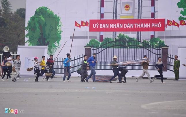 Tình huống thực binh chống bạo động bảo vệ Đại hội Đảng - ảnh 3