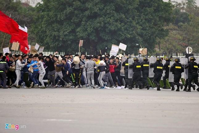 Tình huống thực binh chống bạo động bảo vệ Đại hội Đảng - ảnh 5