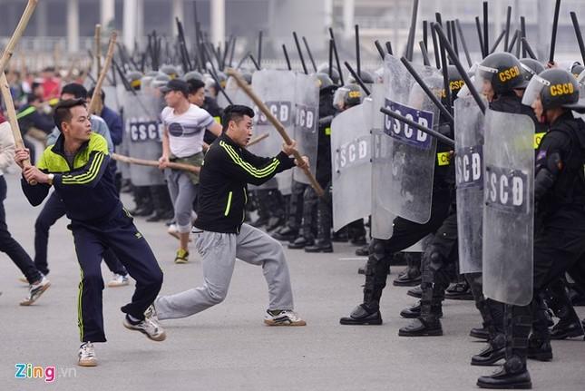 Tình huống thực binh chống bạo động bảo vệ Đại hội Đảng - ảnh 10