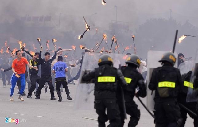 Tình huống thực binh chống bạo động bảo vệ Đại hội Đảng - ảnh 12