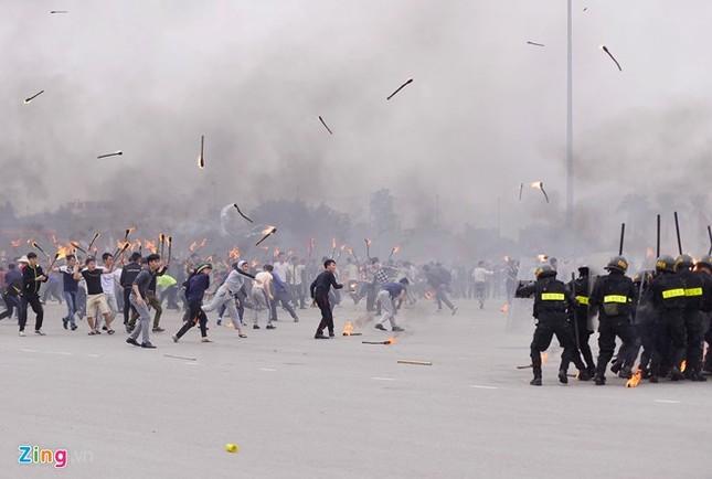 Tình huống thực binh chống bạo động bảo vệ Đại hội Đảng - ảnh 11