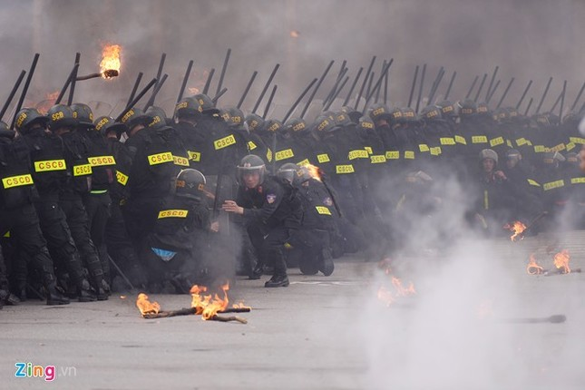 Tình huống thực binh chống bạo động bảo vệ Đại hội Đảng - ảnh 13