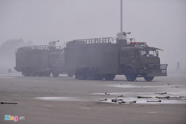 Tình huống thực binh chống bạo động bảo vệ Đại hội Đảng - ảnh 18