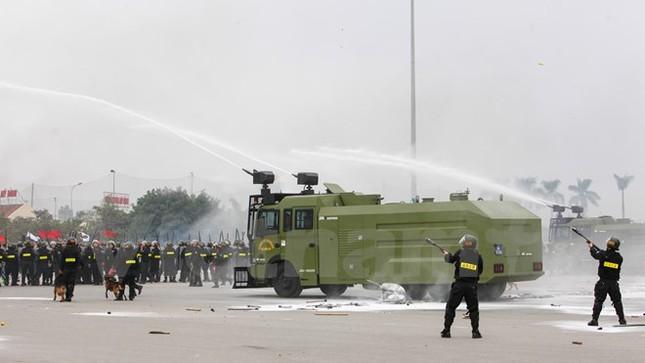 Bộ trưởng Trần Đại Quang phát lệnh xuất quân bảo vệ Đại hội Đảng - ảnh 13