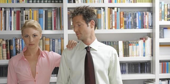 Khoa học lý giải vì sao đàn ông lại 'thèm muốn' bầu ngực của phụ nữ - ảnh 1