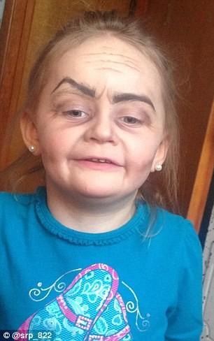 Ngắm cô bé 3 tuổi xinh đẹp có khuôn mặt giống bà lão 80 - ảnh 2