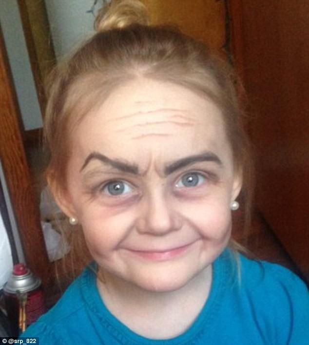 Ngắm cô bé 3 tuổi xinh đẹp có khuôn mặt giống bà lão 80 - ảnh 1