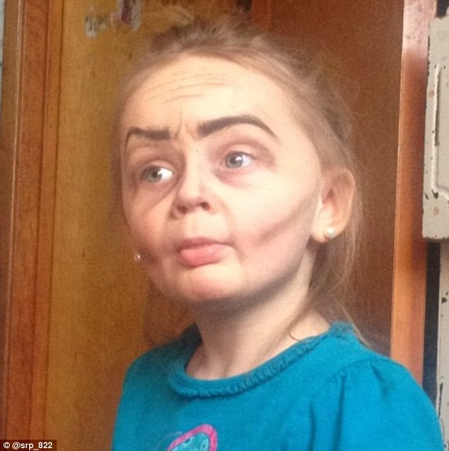 Ngắm cô bé 3 tuổi xinh đẹp có khuôn mặt giống bà lão 80 - ảnh 6