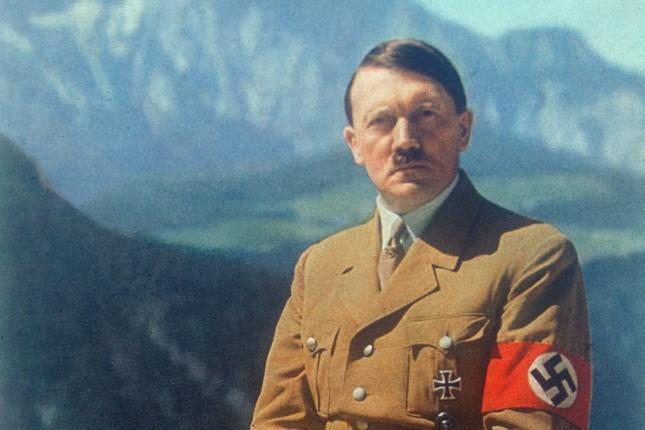 Cựu nhân viên CIA tuyên bố bí mật ẩn giấu sau cái chết của Hitler - ảnh 1