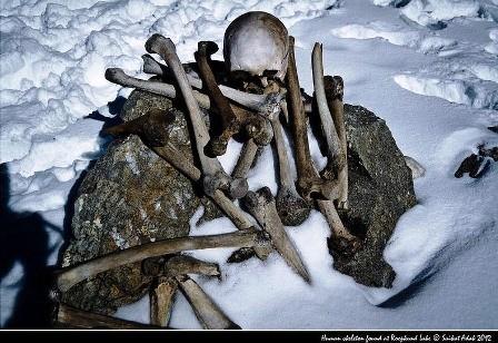 Bí ẩn hồ nước nổi với hàng trăm bộ xương người - ảnh 4
