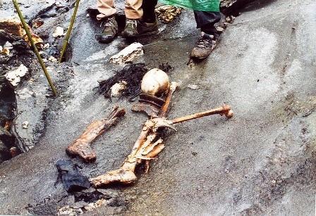 Bí ẩn hồ nước nổi với hàng trăm bộ xương người - ảnh 6