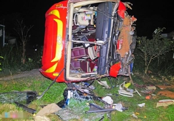 Xe chở 45 hành khách lao xuống vực, 30 người bị thương - ảnh 1