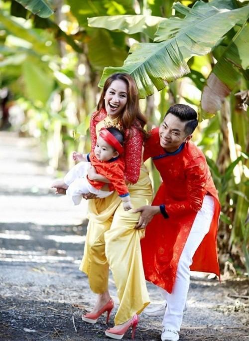 Phan Hiển chăm sóc Khánh Thi trong hậu trường chụp ảnh - ảnh 3