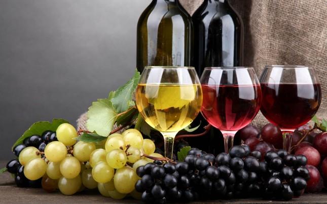 Uống 1 ly rượu vang bằng 1 giờ tập thể dục - ảnh 1