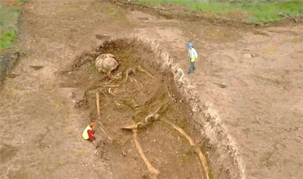 Bộ xương người khổng lồ năm 1976 thuộc về nền văn minh xa xưa? - ảnh 2