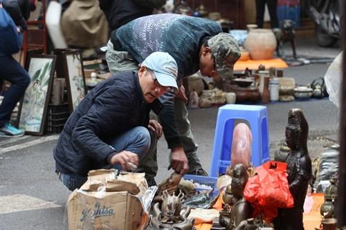 Săn 'hàng độc' trong phiên chợ đồ cổ duy nhất trong năm - ảnh 2
