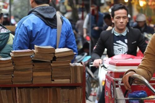 Săn 'hàng độc' trong phiên chợ đồ cổ duy nhất trong năm - ảnh 15
