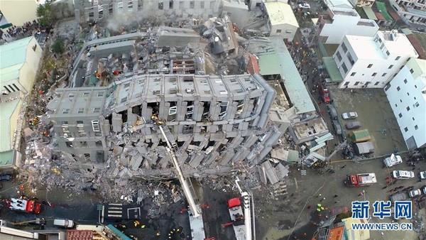 Bắt giữ chủ tòa nhà 17 tầng bị sập do động đất ở Đài Loan - ảnh 1