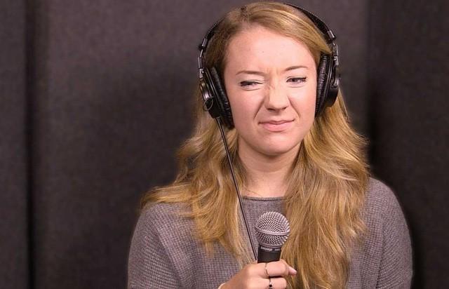 Tại sao giọng của mình khi hát karaoke không hay như bình thường? - ảnh 1