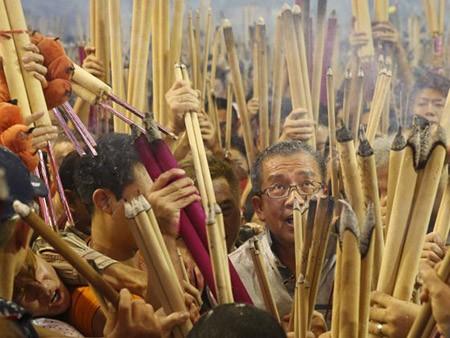 Dân Hong Kong nháo nhác vì thầy phong thủy phán năm Bính Thân - ảnh 2