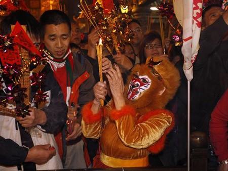 Dân Hong Kong nháo nhác vì thầy phong thủy phán năm Bính Thân - ảnh 3