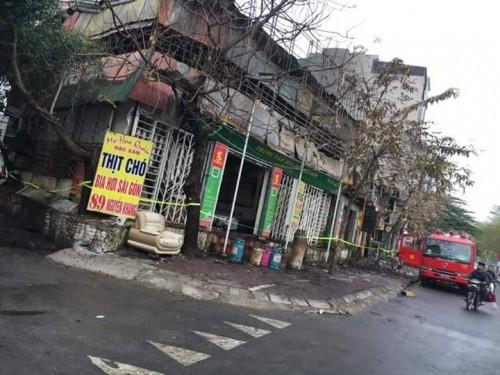 Hà Nội: Cháy lớn thiêu rụi 7 ki ốt ngày mùng 4 tết - ảnh 1