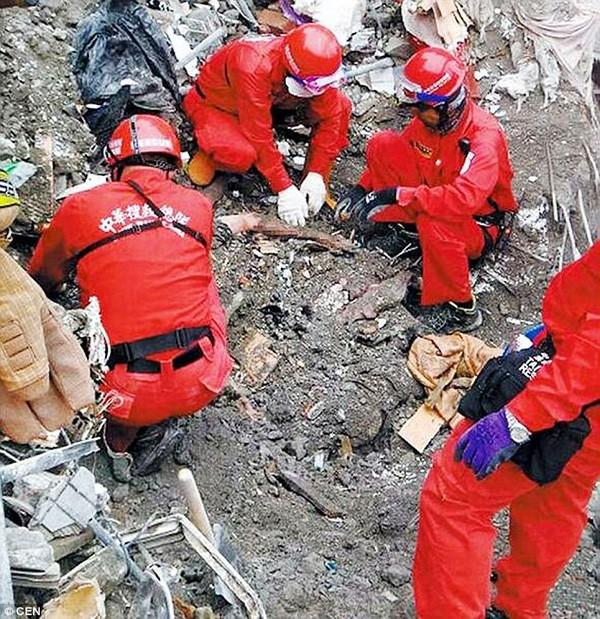 Nghẹn lòng vợ chồng ôm nhau qua đời trong vụ động đất Đài Loan - ảnh 2