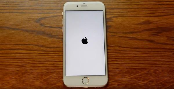 Chỉnh ngày giờ cũng có thể biến iPhone thành cục gạch - ảnh 1