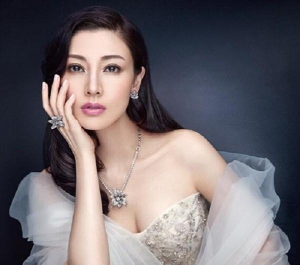 Hoa hậu Hồng Kông và hai cuộc tình bí ẩn với tỷ phú - ảnh 1