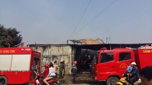 Hưng Yên: Cửa hàng đồ gia dụng bất ngờ bị 'bà hỏa' ghé thăm - ảnh 1