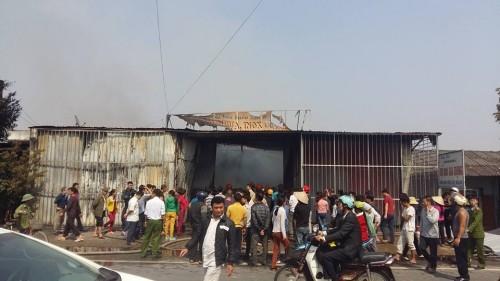 Hưng Yên: Cửa hàng đồ gia dụng bất ngờ bị 'bà hỏa' ghé thăm - ảnh 2