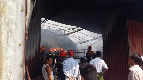 Hưng Yên: Cửa hàng đồ gia dụng bất ngờ bị 'bà hỏa' ghé thăm - ảnh 3