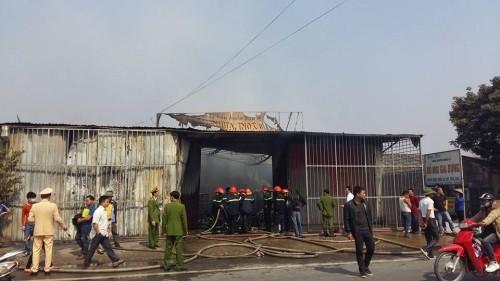 Hưng Yên: Cửa hàng đồ gia dụng bất ngờ bị 'bà hỏa' ghé thăm - ảnh 4