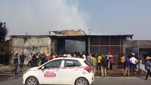 Hưng Yên: Cửa hàng đồ gia dụng bất ngờ bị 'bà hỏa' ghé thăm - ảnh 5